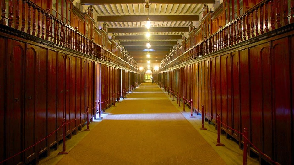The Walk-in wardrobe                          Image Source: http://bit.ly/1PgeCUA