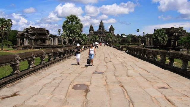 Entrance to Angkor Wat.                     Image Credits: Shankar S/ https://www.flickr.com/photos/shankaronline/7294741478/in/photostream/