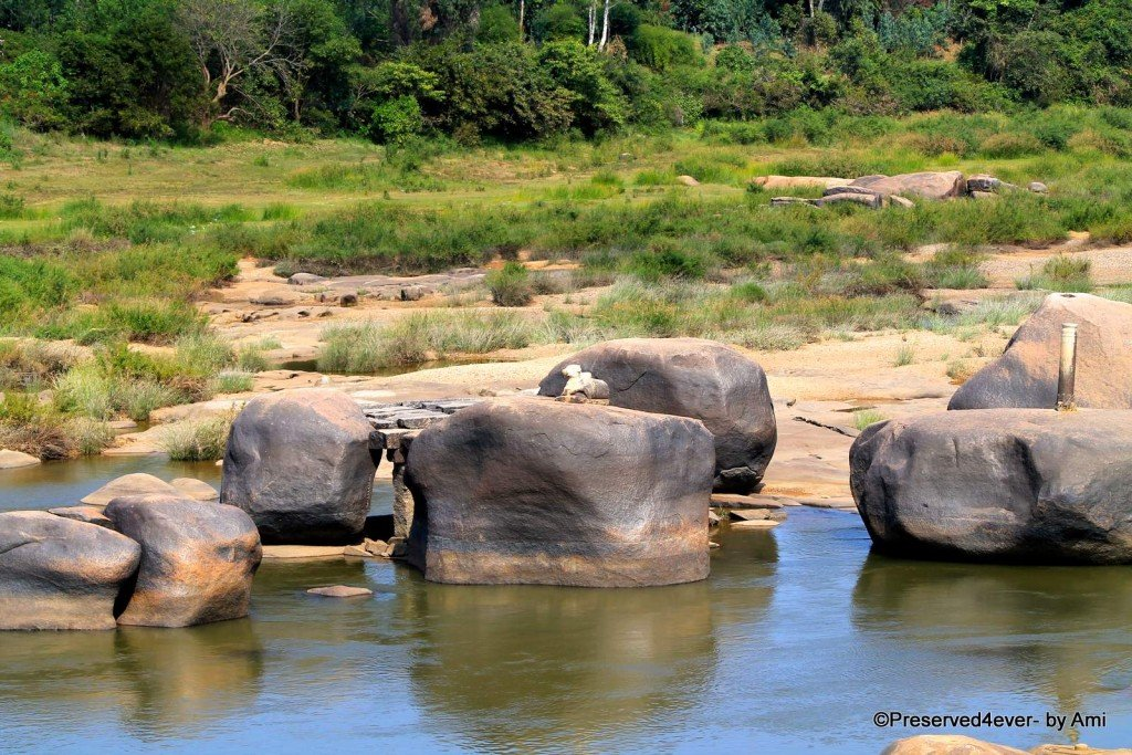 Little sculptures on the River boulders in Hampi