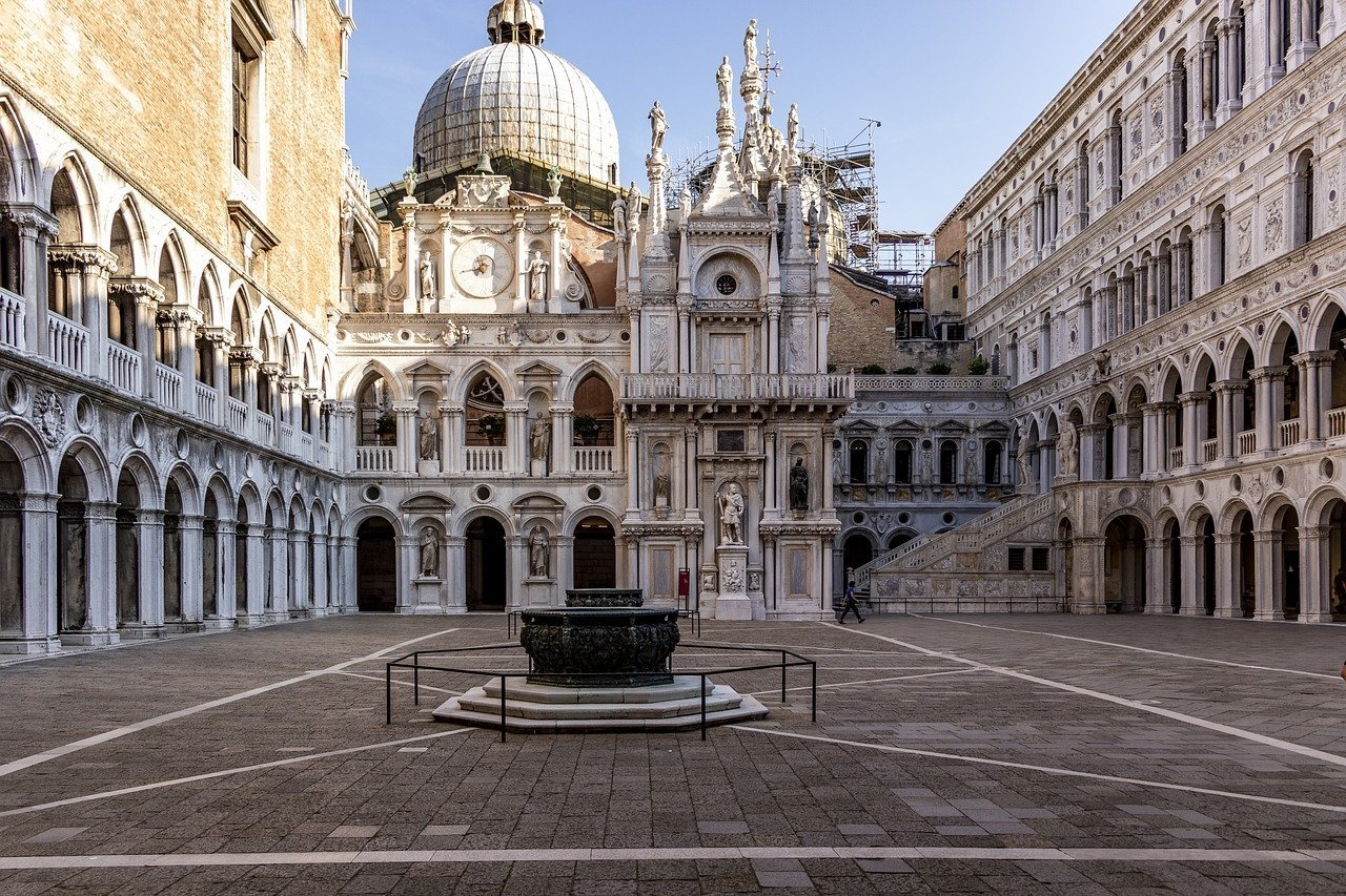 The courtyard of Doge's palace