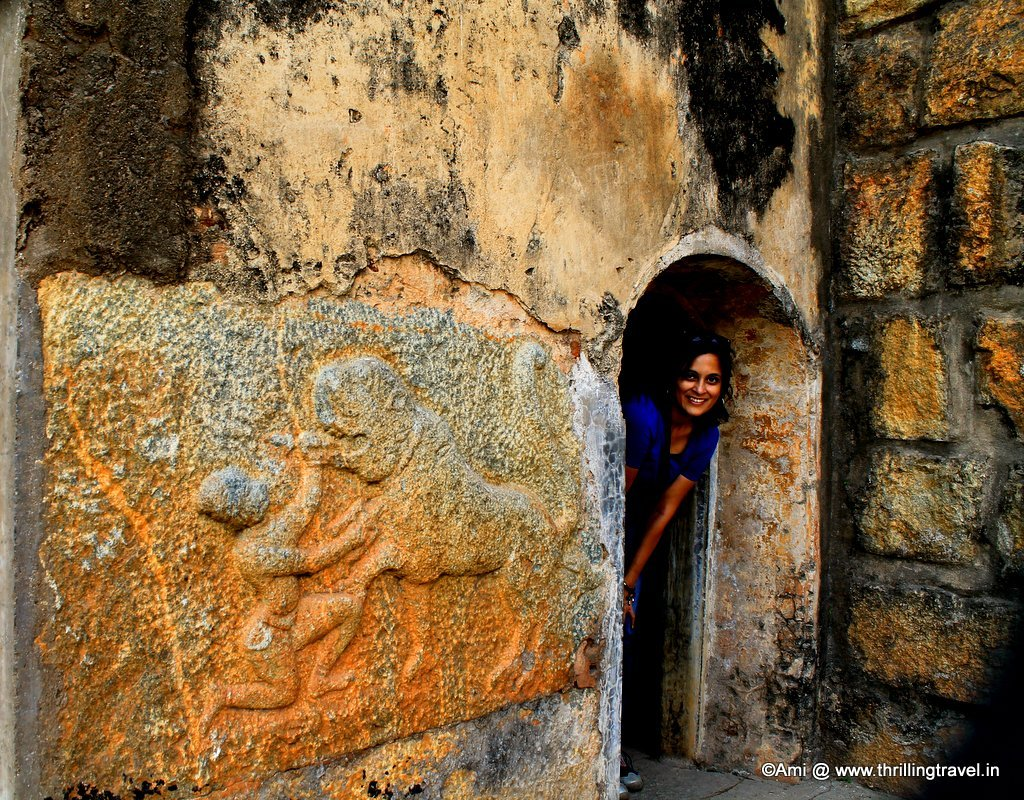 Hoysala symbol on the walls of Bangalore Fort, Bengaluru