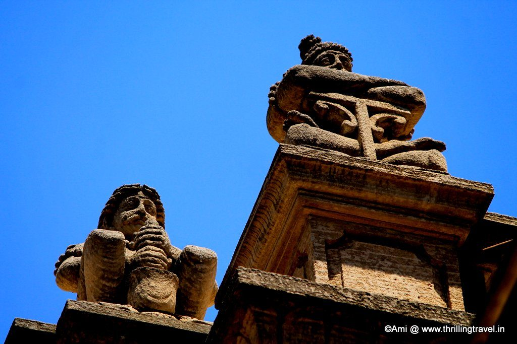 Idols atop the roof of Shinde Chhatri, Pune