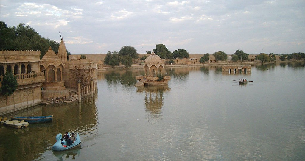 Gadisar Lake Image Credits: El Tonio via Flickr, under CC by SA 2.0
