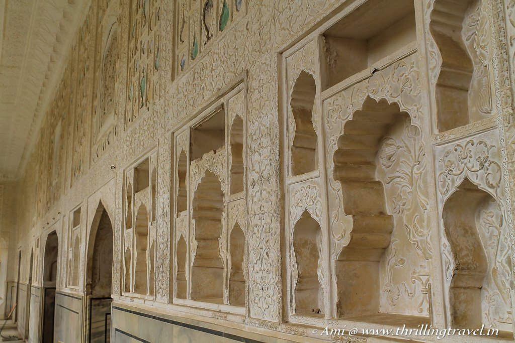 Carved niches of Sukh Mandir in Amer Fort
