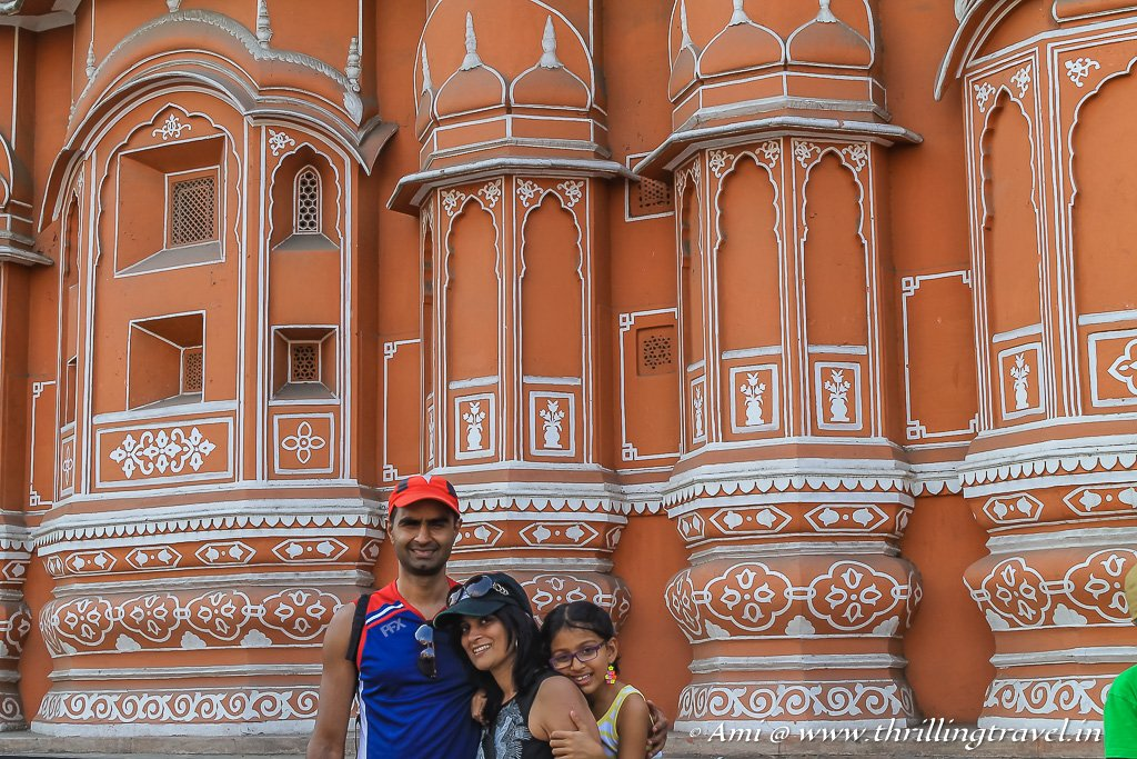 Even from the outside, you can see the fusion of Rajputana and Mughal style architecture of Hawa Mahal