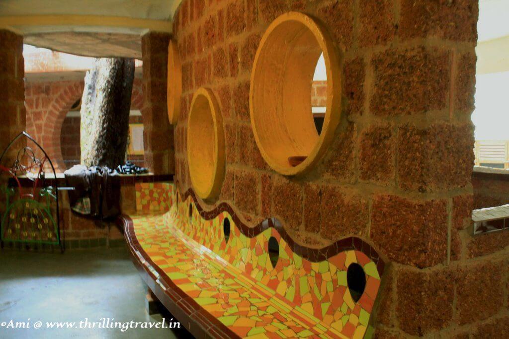 The waiting bench at Shiksha Niketan, near Houses of Goa Museum
