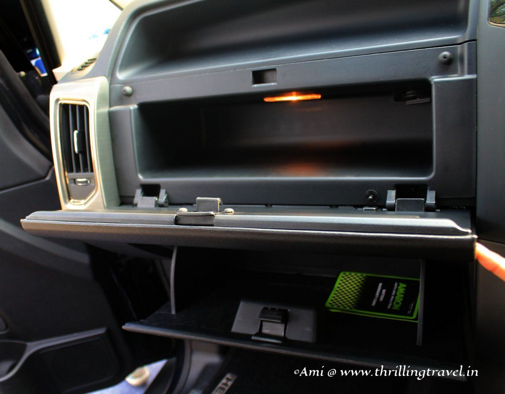 Cool box and glove compartment - Tata Hexa