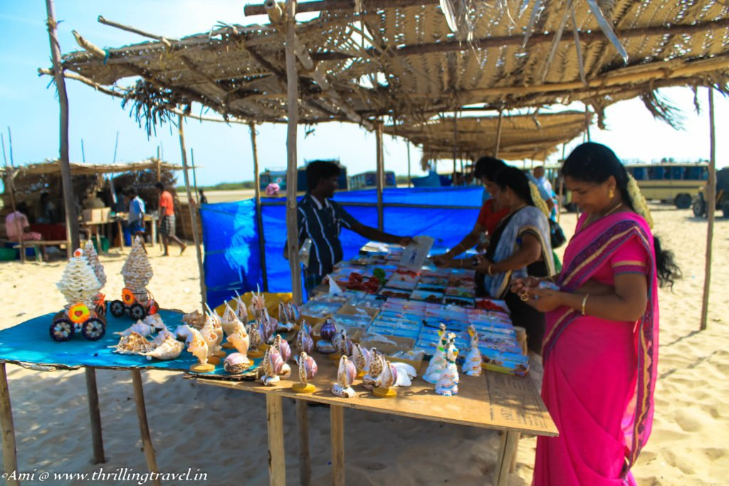 Small shopping stalls at Arichal Munal