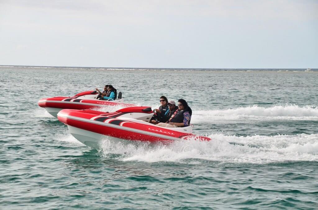 Racing on the seakart.