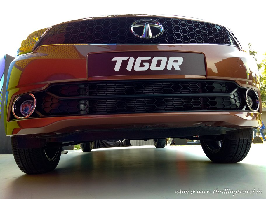 The front of Tata Tigor with its contrasting bumper and fog lamps