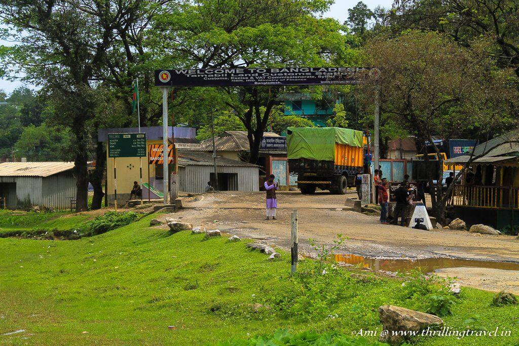The Bangladesh border at Tamabil, near Dawki in India