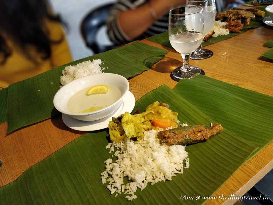 Malaysia Travel Guide to Food: Eating on a banana leaf is common in Malaysia