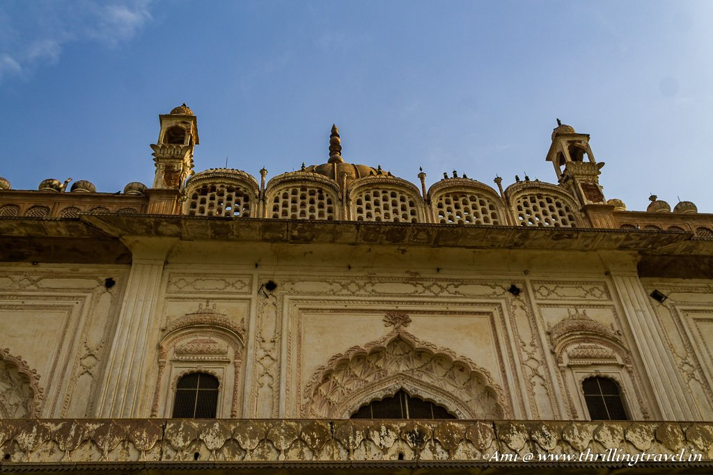 Close up of the upper floor and the roof of the tomb
