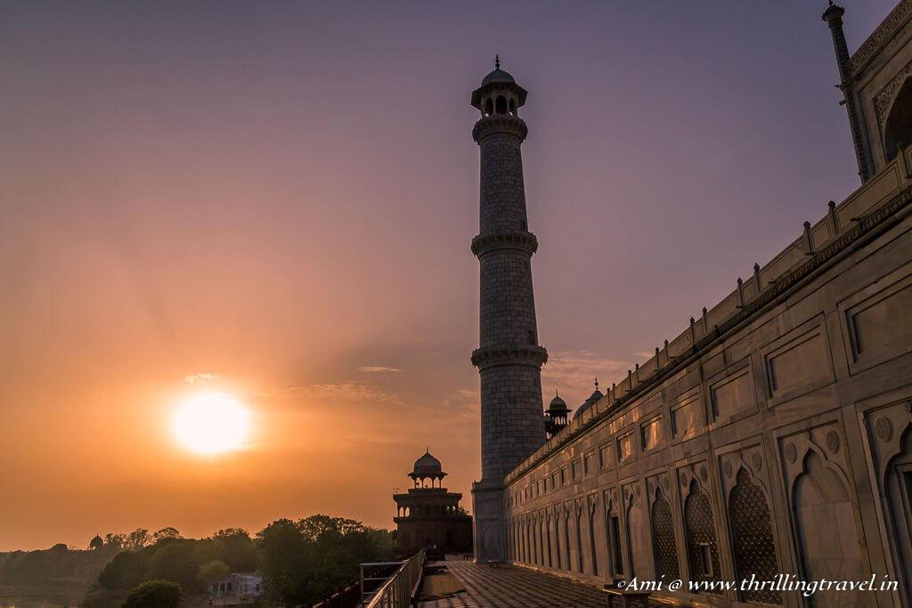 Circling around the Taj Mahal