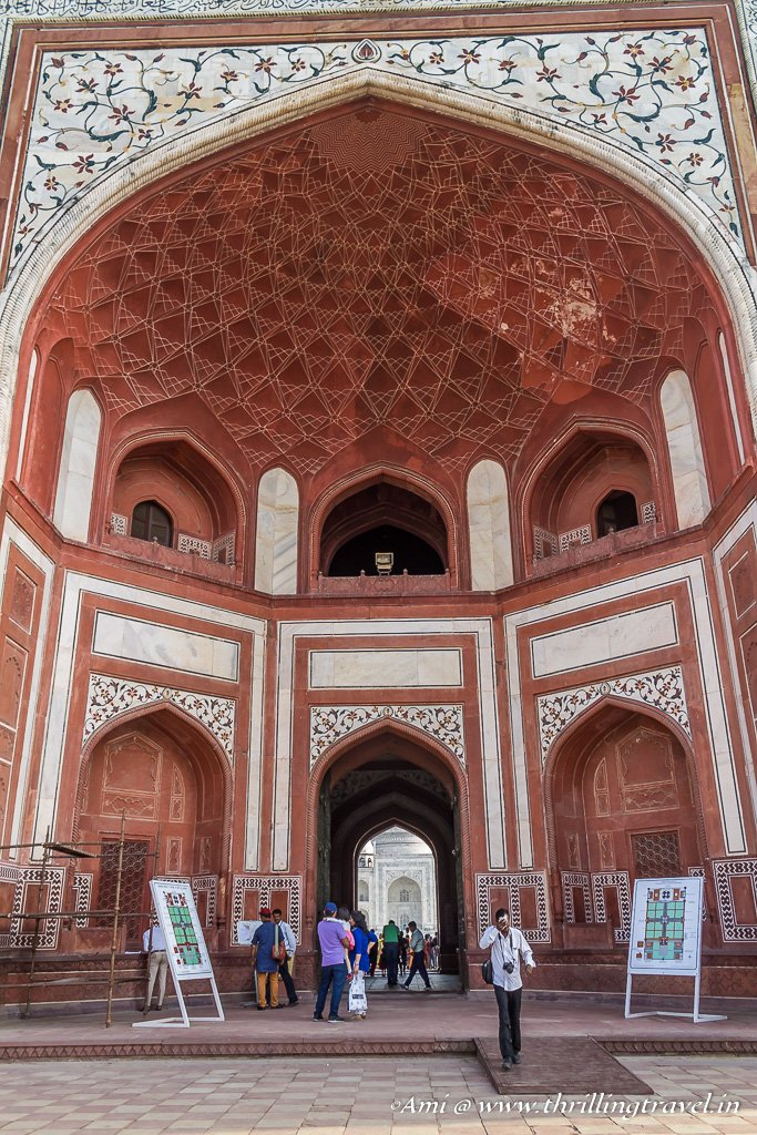The grand gate to the Taj Mahal - Darwaza-i- Rauza