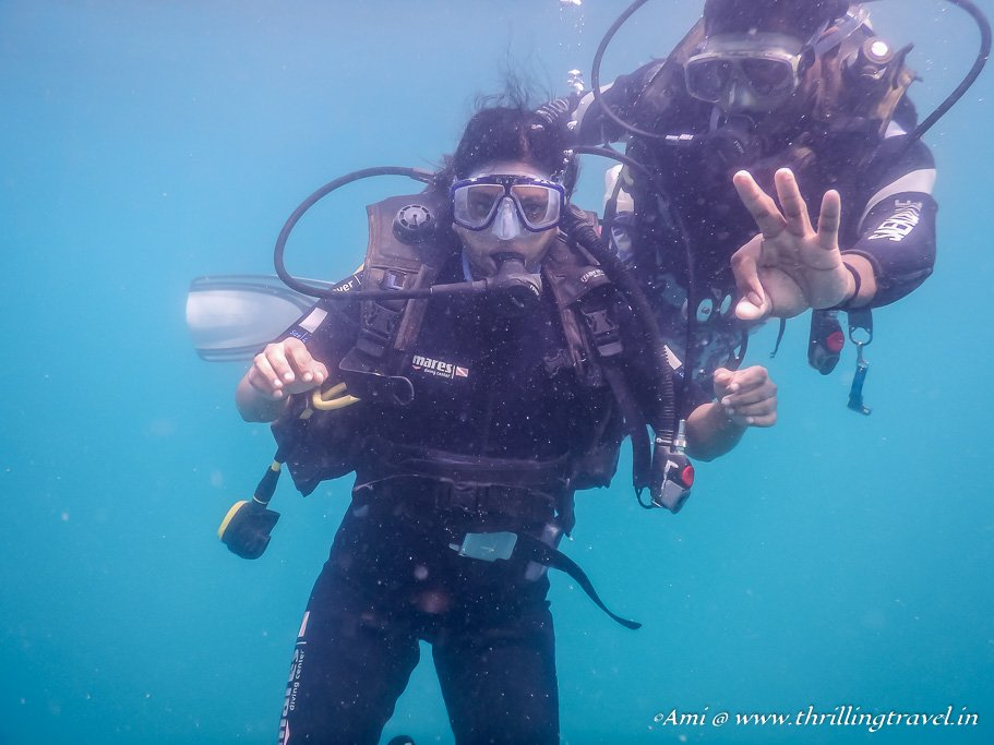 Learning to communicate underwater by using Hand Signals - Part of the PADI Scuba Diving Course