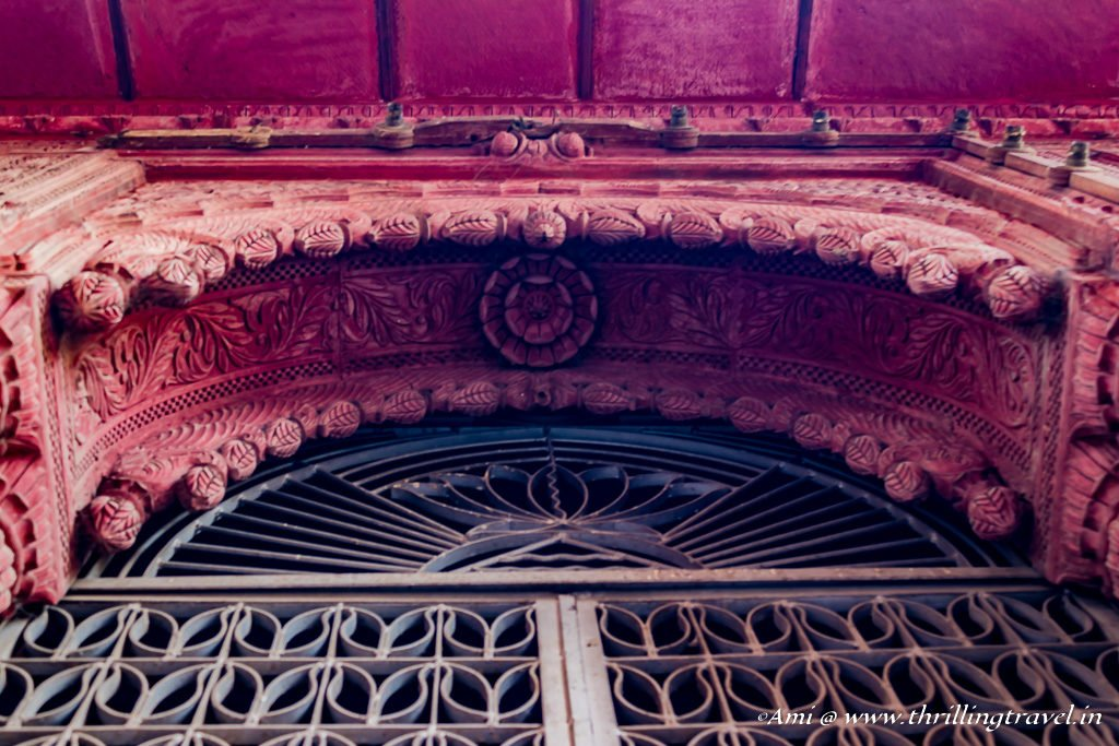 Carvings on the overhangings of a door frame on Rampuria Haveli
