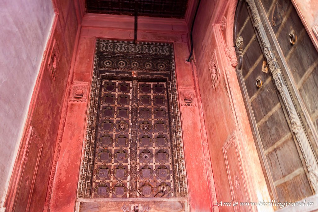 Close-up of the main door of one of the Rampuria Haveli