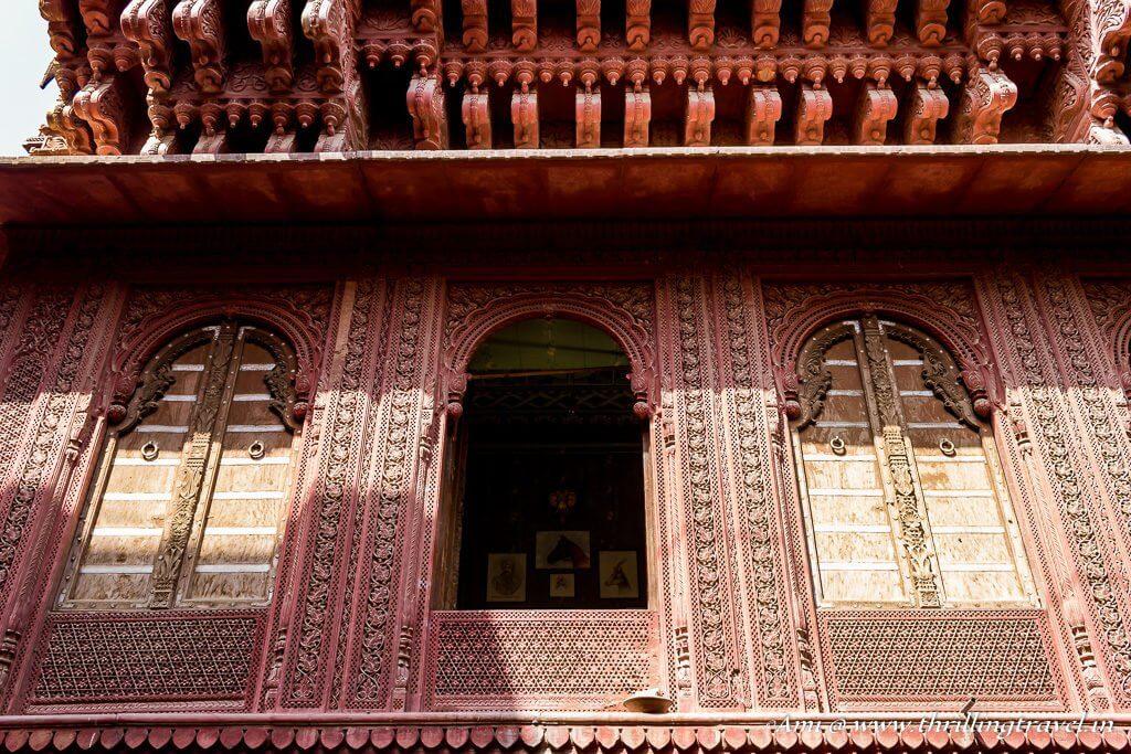 Open jharokha styled window of Rampuria Haveli