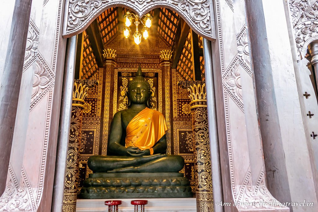 Buddha in the smaller Viharn of Wat Chedi Luang