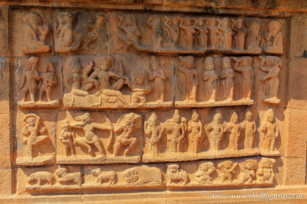 Carvings along the inner walls of the arched gateway of Brihadeeswarar Temple