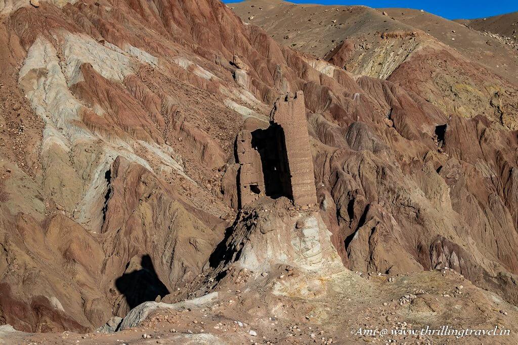 Walls or mountains - Basgo in Ladakh