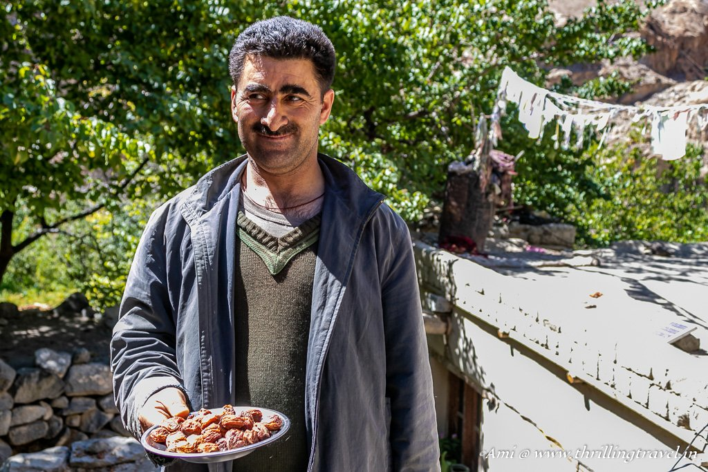 Sonam - an Aryan offering us Apricots from his farm