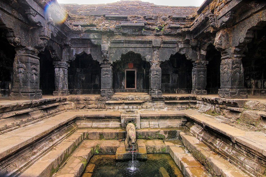 Origin of River Krisha in a temple _ Mahabaleshwar