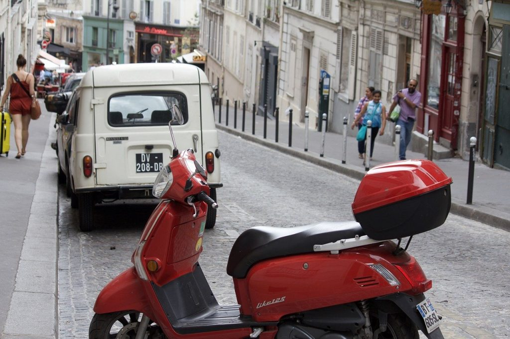 Things to do in Paris - Paris on a Vespa