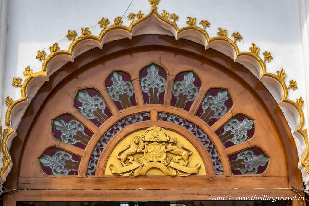 The emblem of Awadh at Safed Baradari