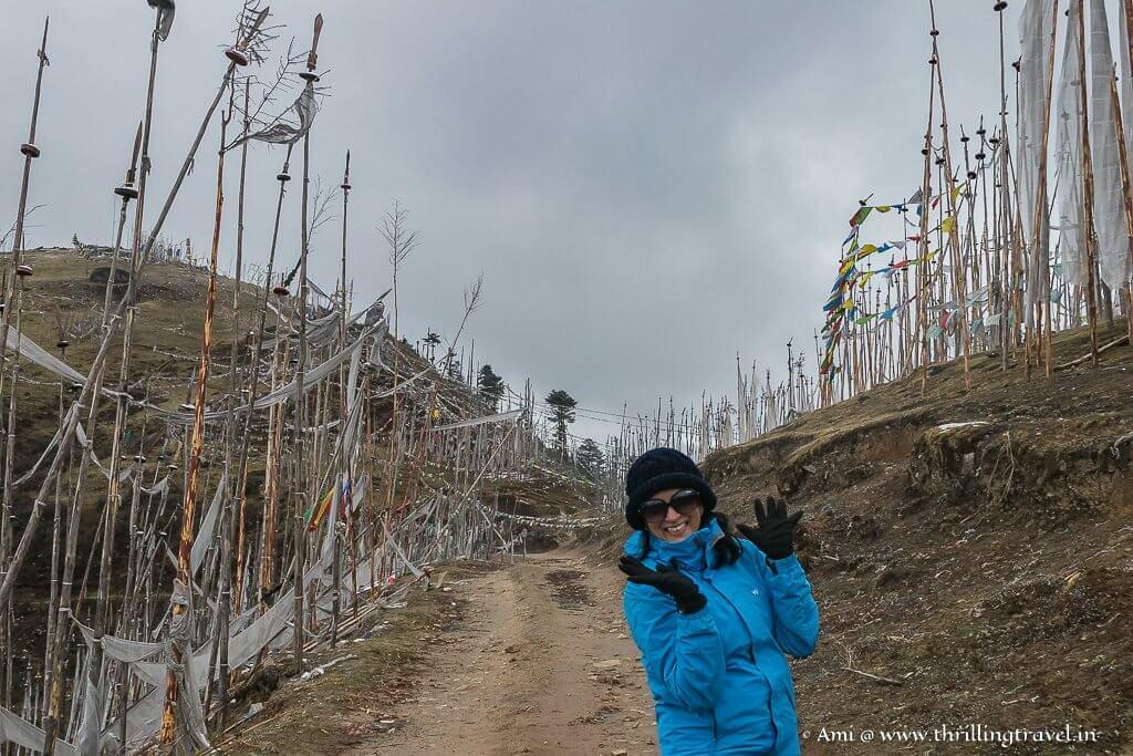 Climbing up Chele La Pass
