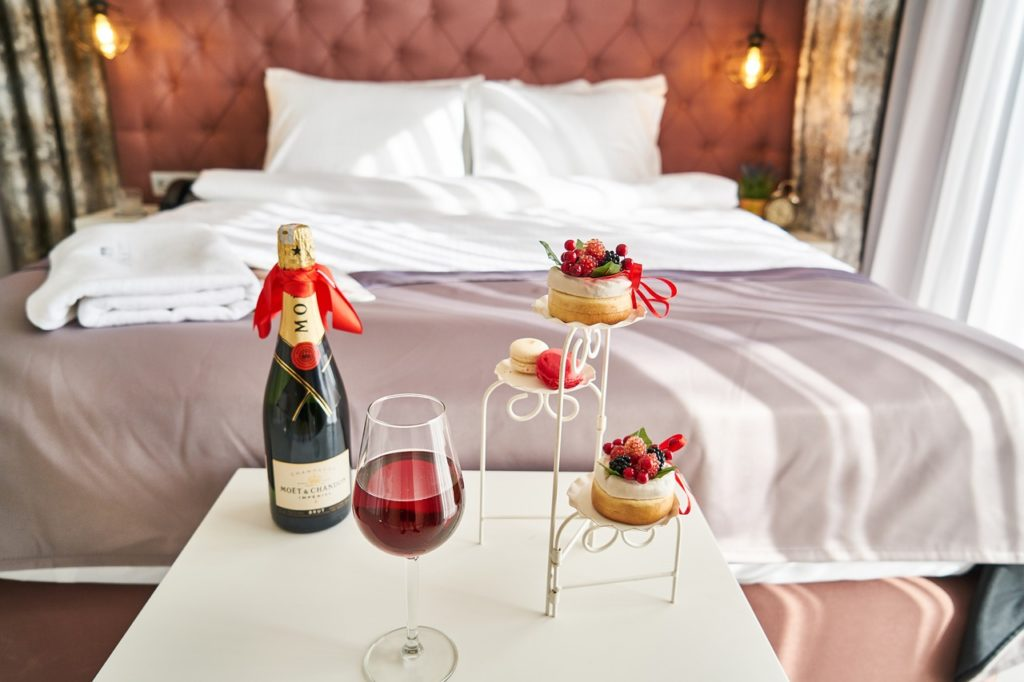 Honeymoon planning tip - Upgrade your hotel room using the credit card