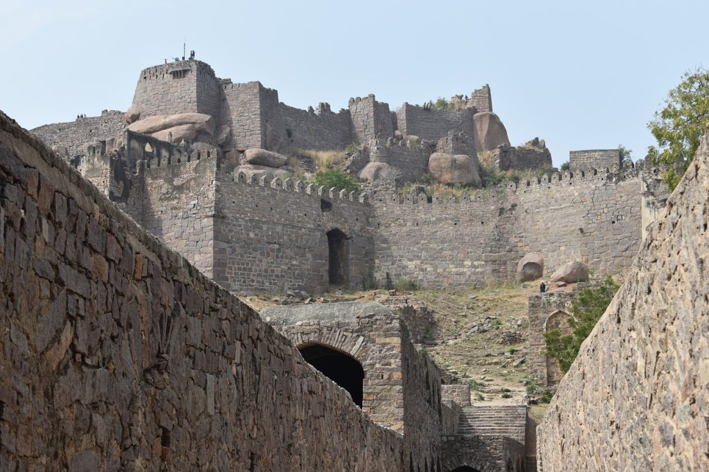 Banjara Hills is equidistant from Charminar as well as this gorgeous Golconda Fort