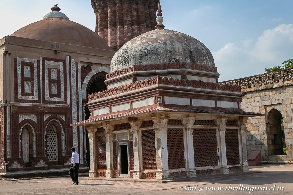 The tomb of Imam Zamin near the Alai Darwaza