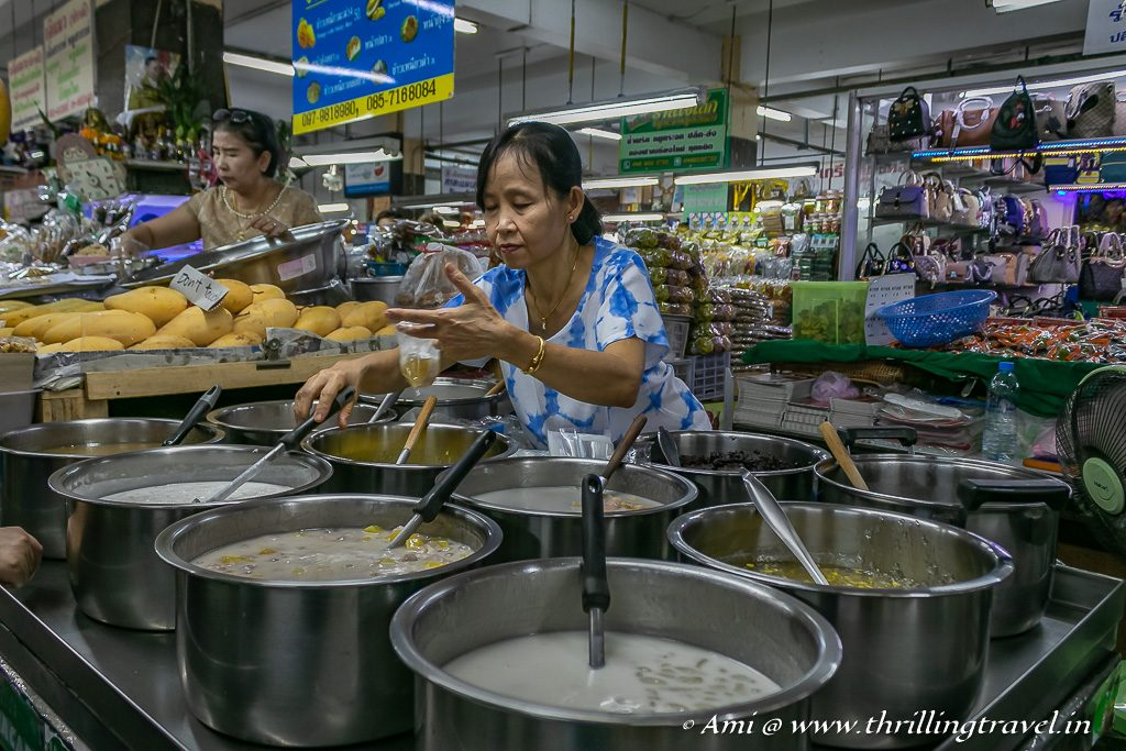 Visit the oldest market in Chiang Mai - the Warorot Market