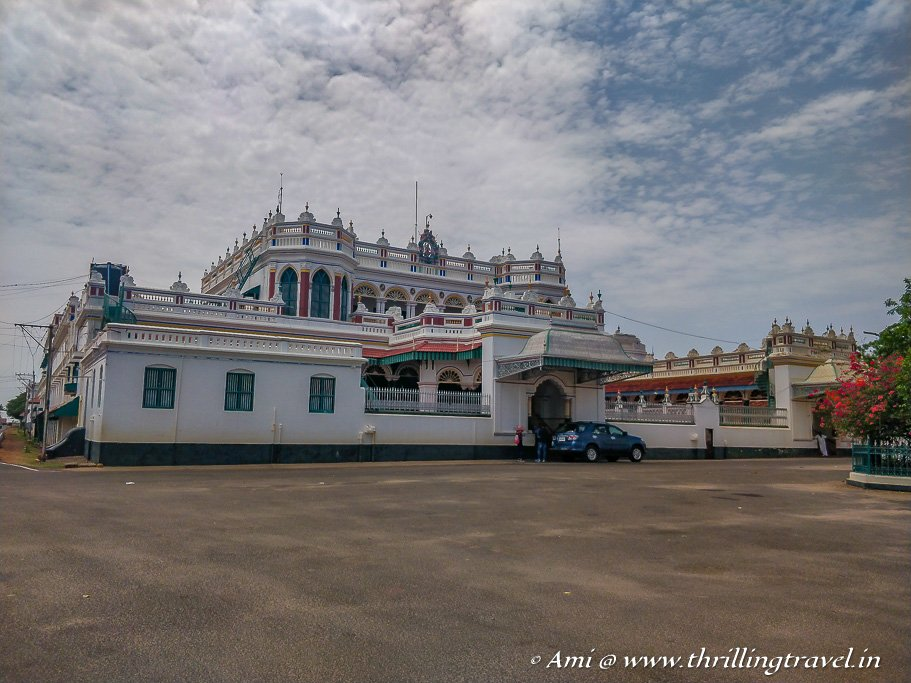 Not white, not colored - the Chettinad palace in Kanadukathan