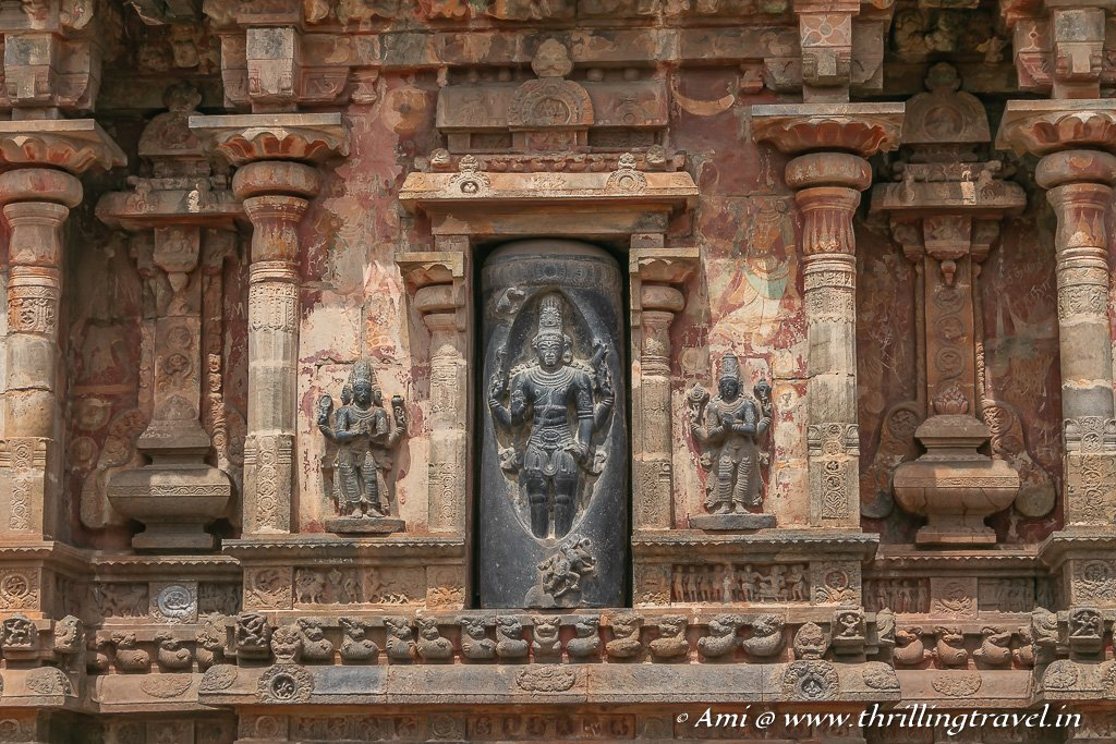 The tale of Lingodbhava depicted on the wall of Airavatesvara Temple