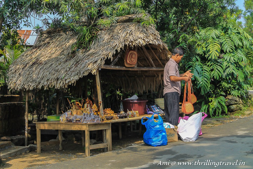 Guide to Mawlynnong Shopping - the little souvenir stalls in the hamlet