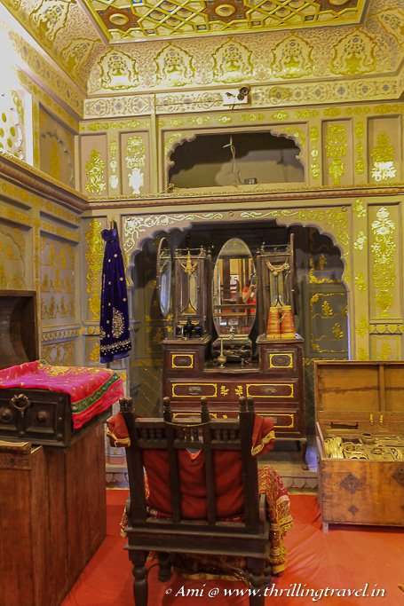 Traditional dressing room that you can see on your tour of Patwon Ki Haveli