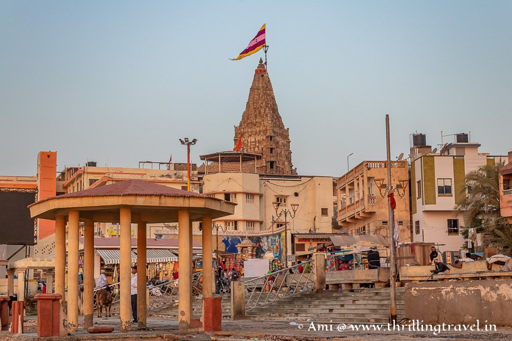 The Gomti ghats with Shree Dwarkadhish temple