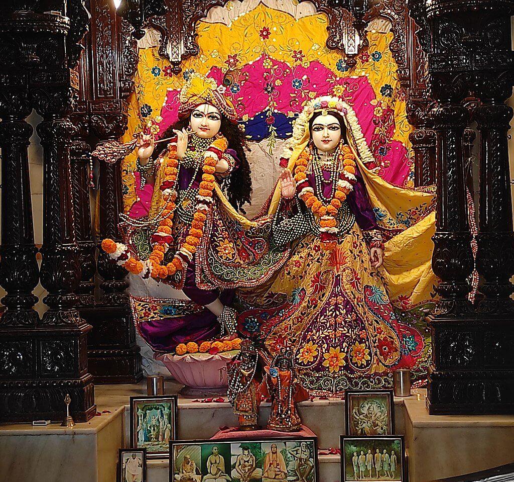 Krishna-Rukmini statue