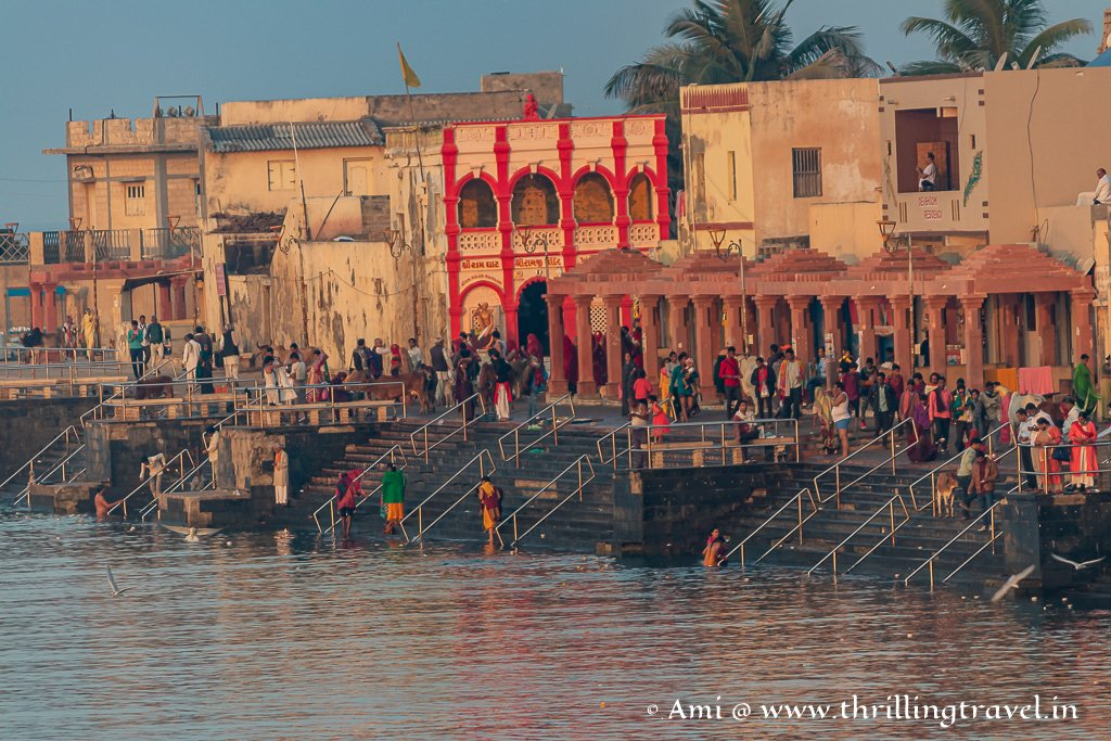 There are plenty of temples along the Gomti Ghat in Dwarka
