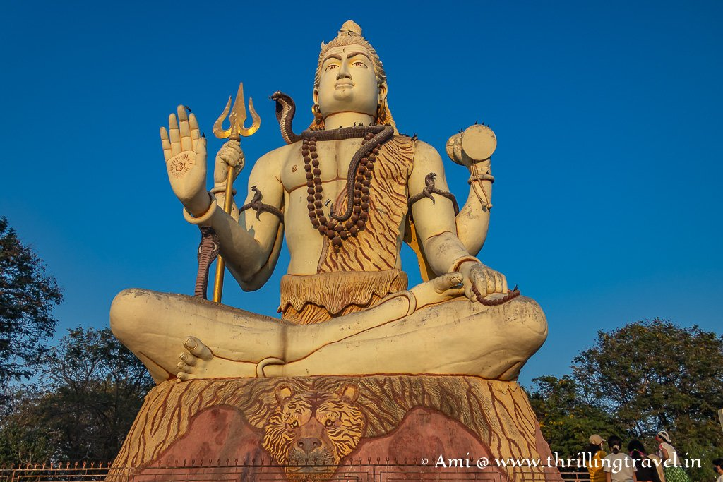 The Shiva Statue that greets you at the Nageshwar Jyotirlinga Temple