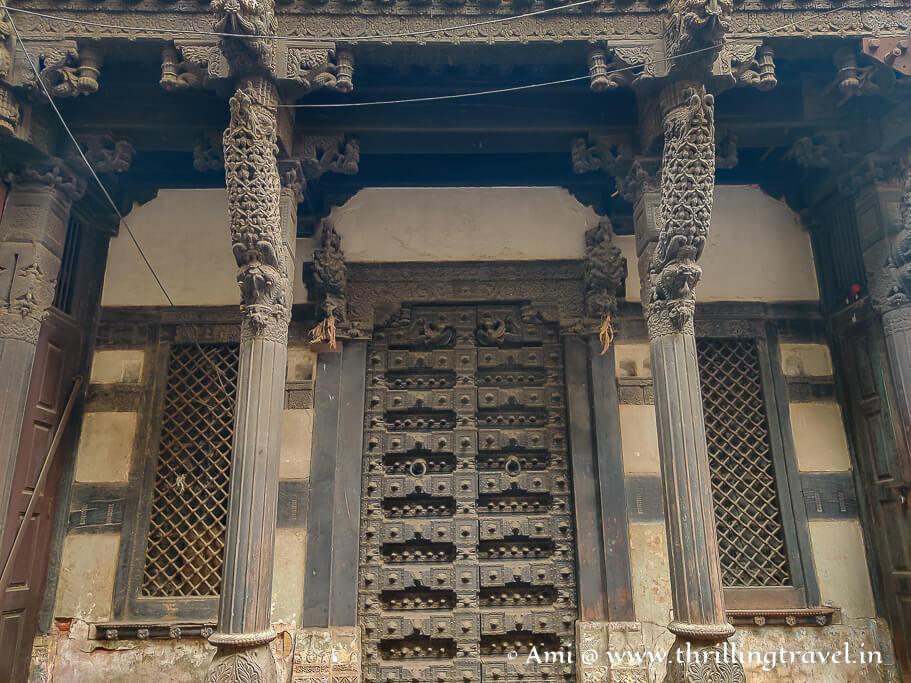 The grand entrance of Harkunvar Shethani Ni Haveli
