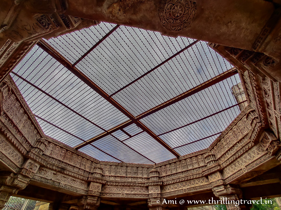 The missing dome over an ornamental octagon - the entrance of Adalaj