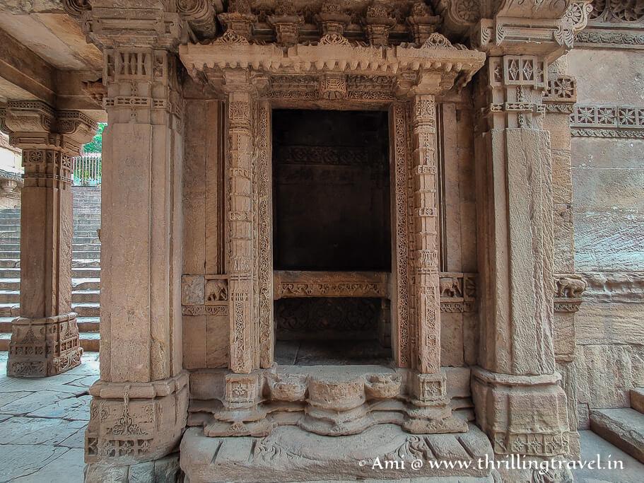 One of the empty shrines of Adalaj Vav