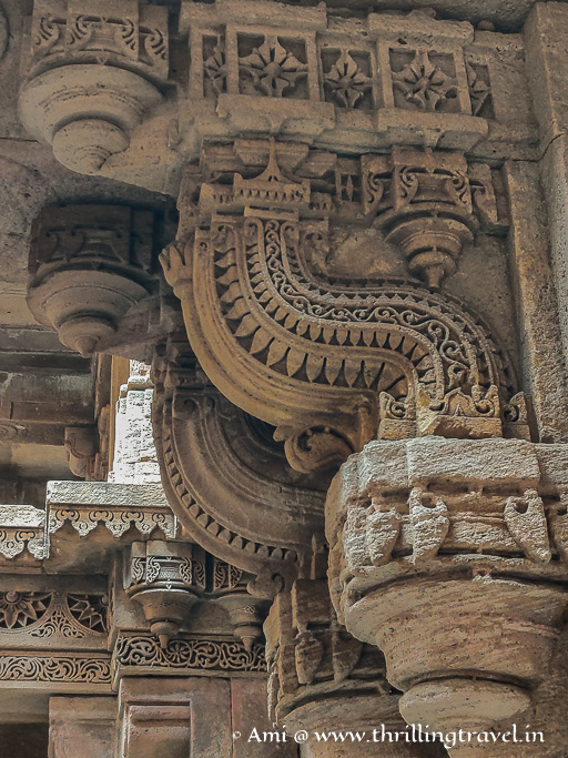 Close up of one of the carved brackets of Adalaj ni Vav