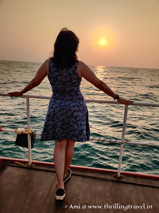 Experiencing the sunset in the middle of Arabian sea during the Sunset cruise Gokarna
