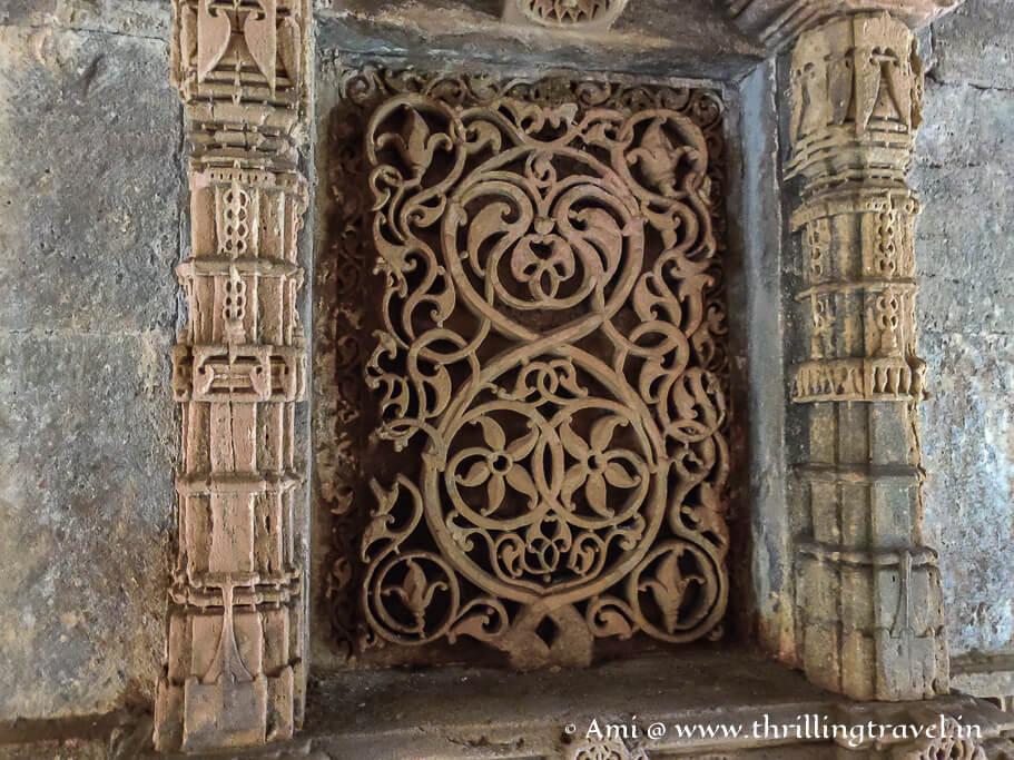 The tree of life carving of Adalaj