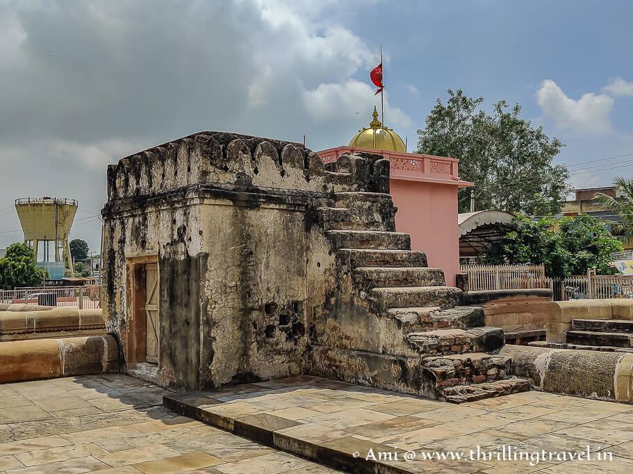The small watch-station at Adalaj Ni Vav